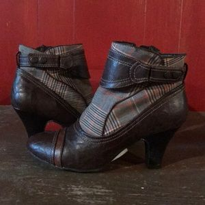 R2 Heeled Ankle Boots